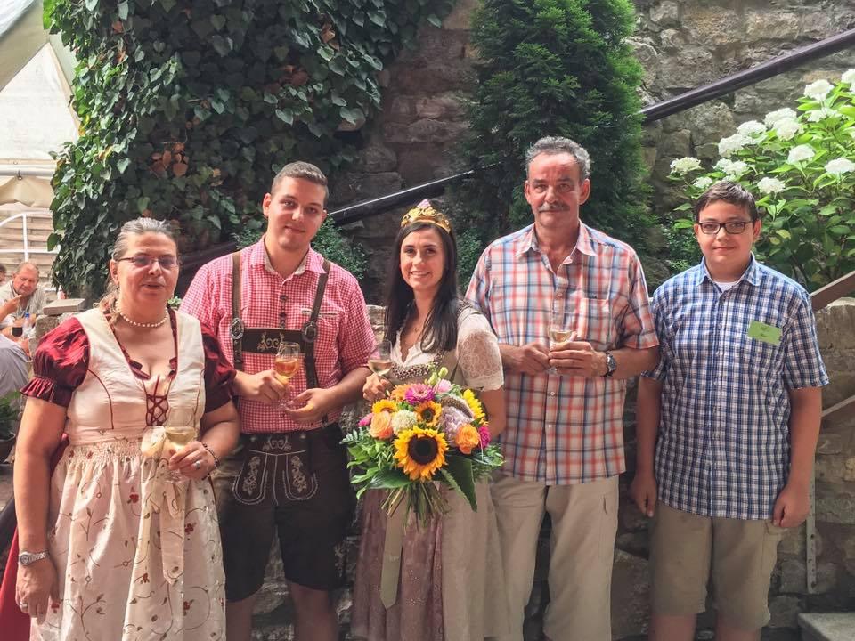 Familie-Guenther-mit-Weinprinzessin-2017