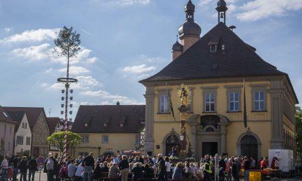 Maibaumaufstellung in Eibelstadt
